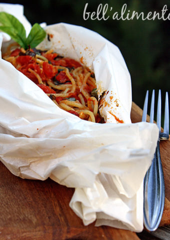 spaghetti baked in parchment paper