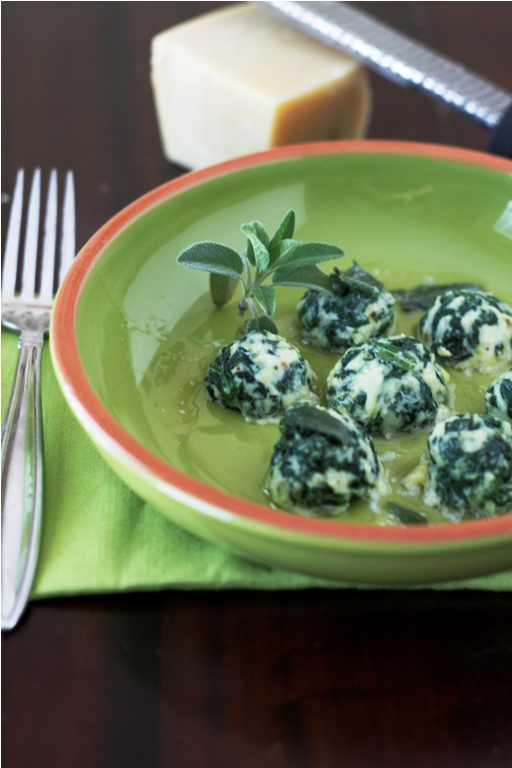 Gnudi {Spinach and Ricotta Gnudi}
