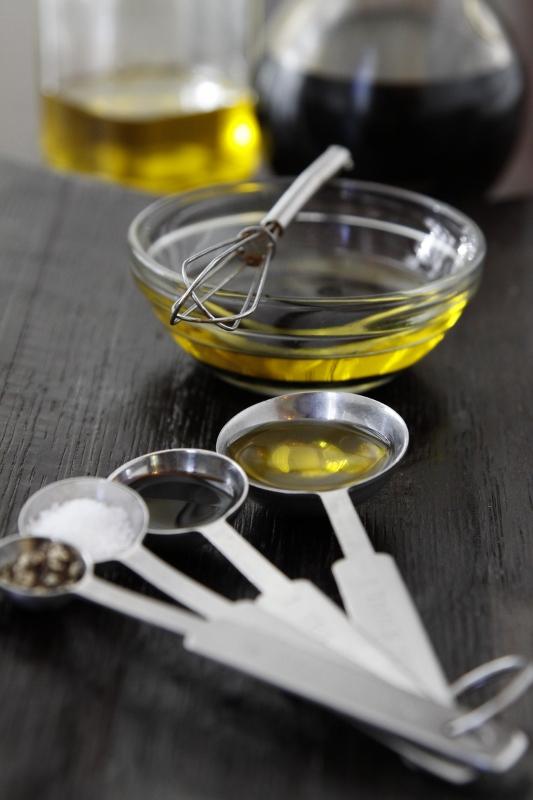 How to Make Balsamic Vinaigrette | bell' alimento