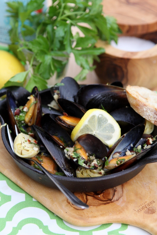 Mussels with Hazelnut Gremolata