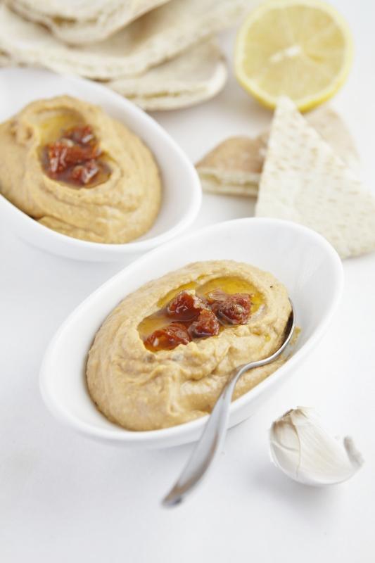 Sun Dried Tomato Hummus | bell' alimento