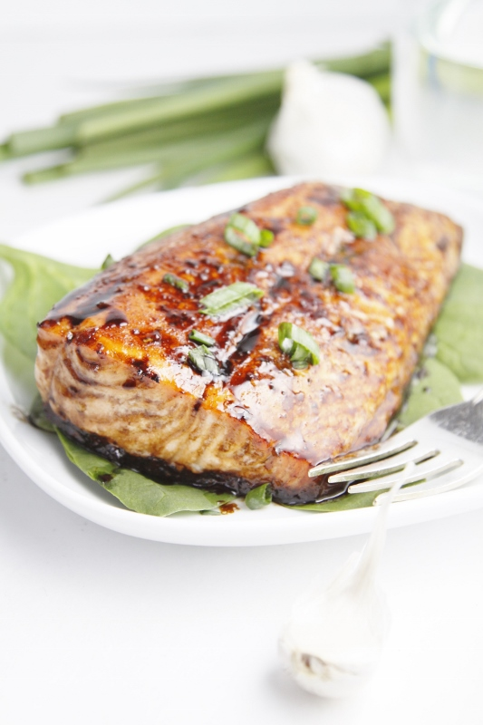 Balsamic and Raisin Glazed Salmon www.bellalimento.com
