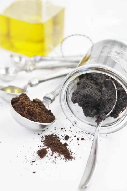 DIY Exfoliating Coffee Scrub | www.bellalimento.com