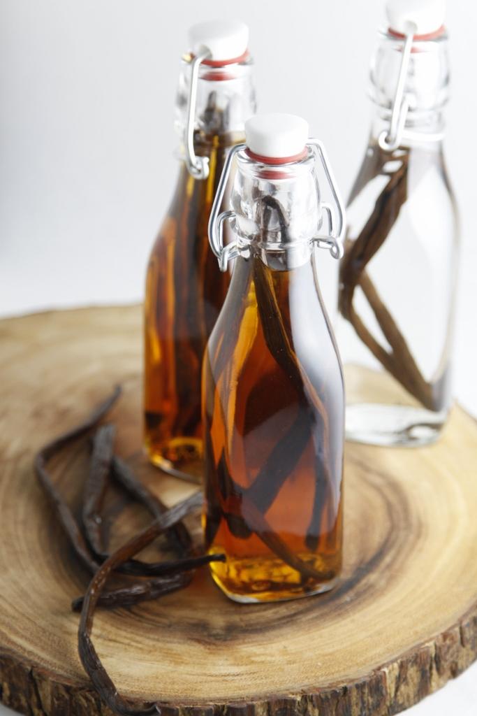 DIY Vanilla Extract www.bellalimento.com