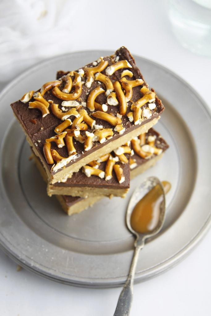 No Bake PB Pretzel Bars www.bellalimento.com
