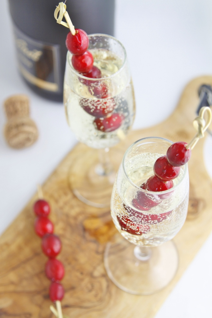Sparkling Holiday Cocktail www.bellalimento.com