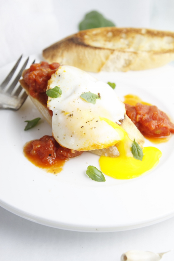 Poached Eggs in Tomato Sauce www.bellalimento.com