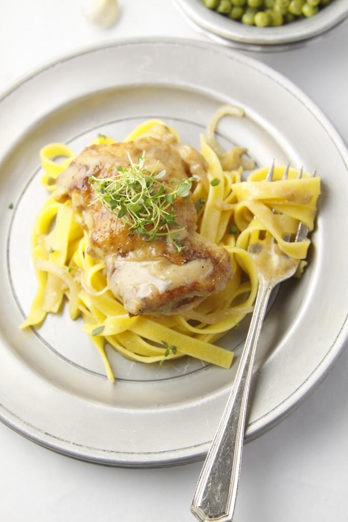 Slow Cooker Garlic Wine Chicken www.bellalimento.com