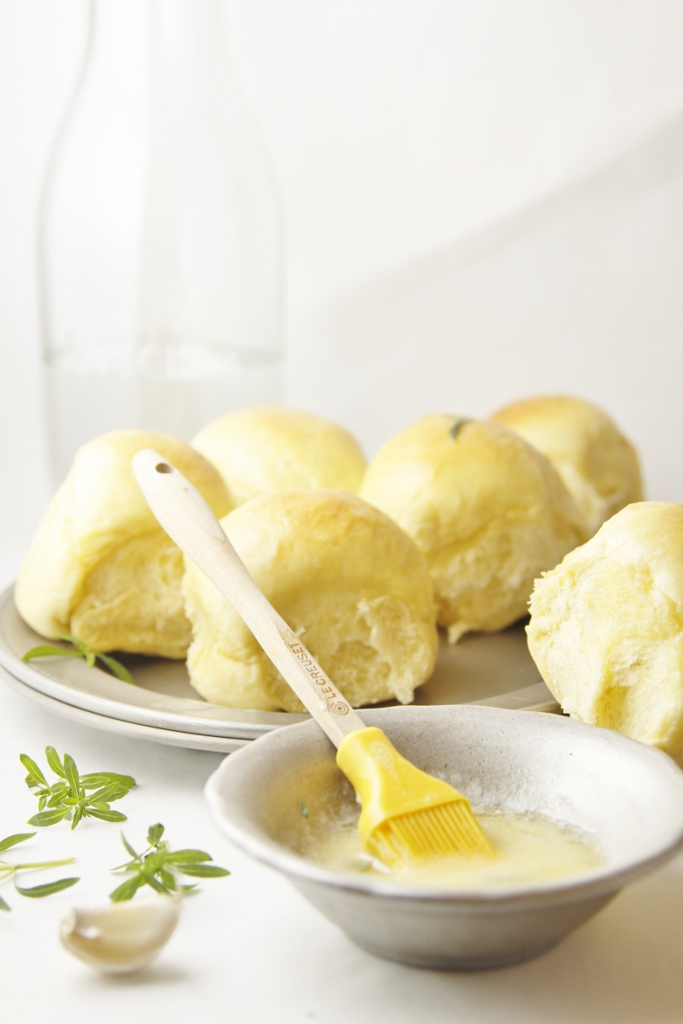 Light and Buttery Yeast Rolls www.bellalimento.com