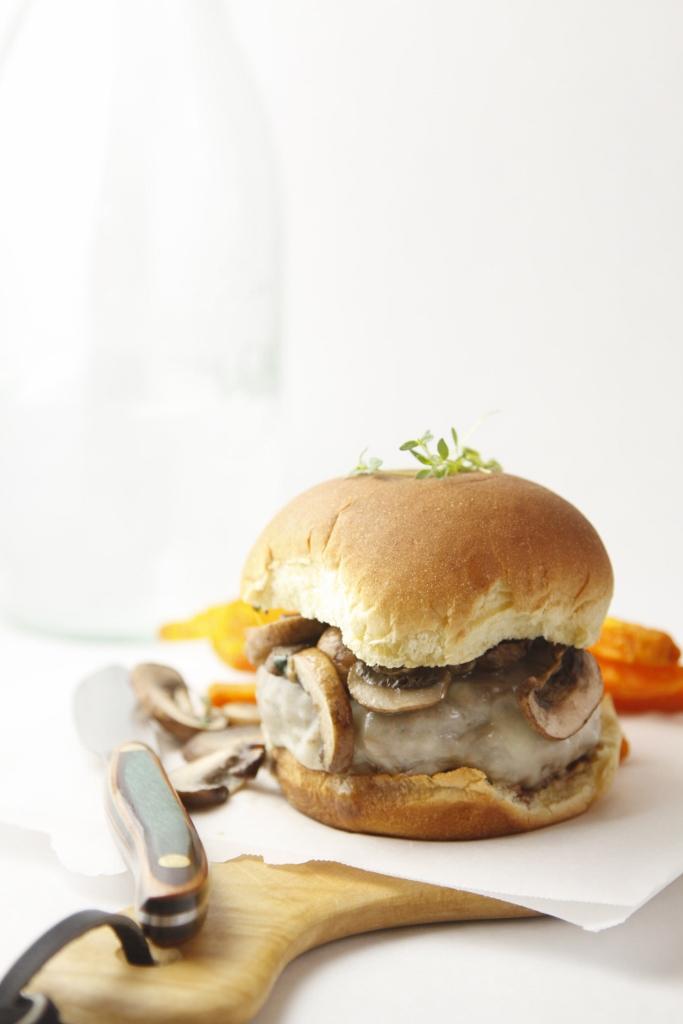 Mushroom Swiss Burger www.bellalimento.com