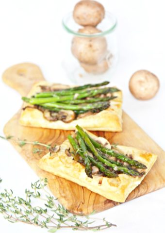 Sauteed Mushroom Asparagus Puff Pastry Appetizer #appetizer #fingerfood #vegetarian #mushrooms #asparagus