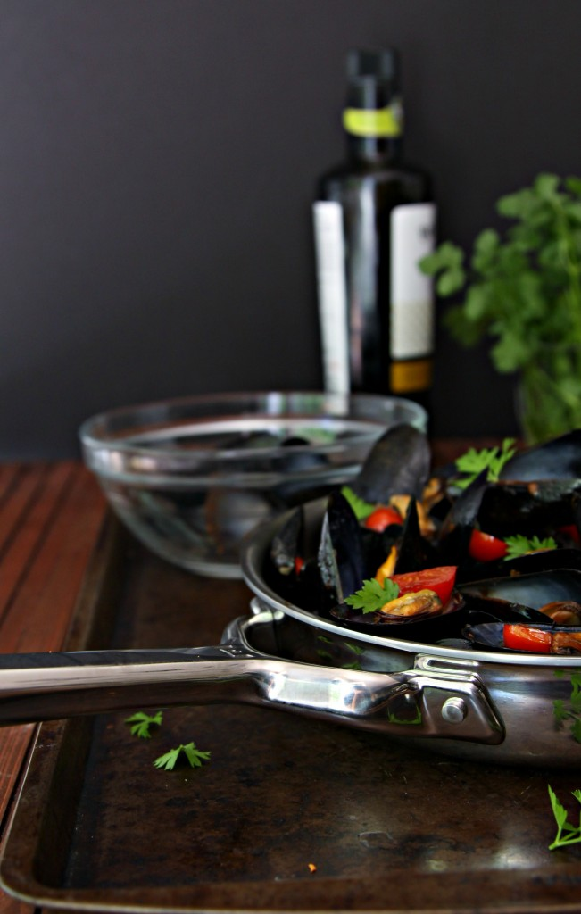 Mussels with Tomato and White Wine