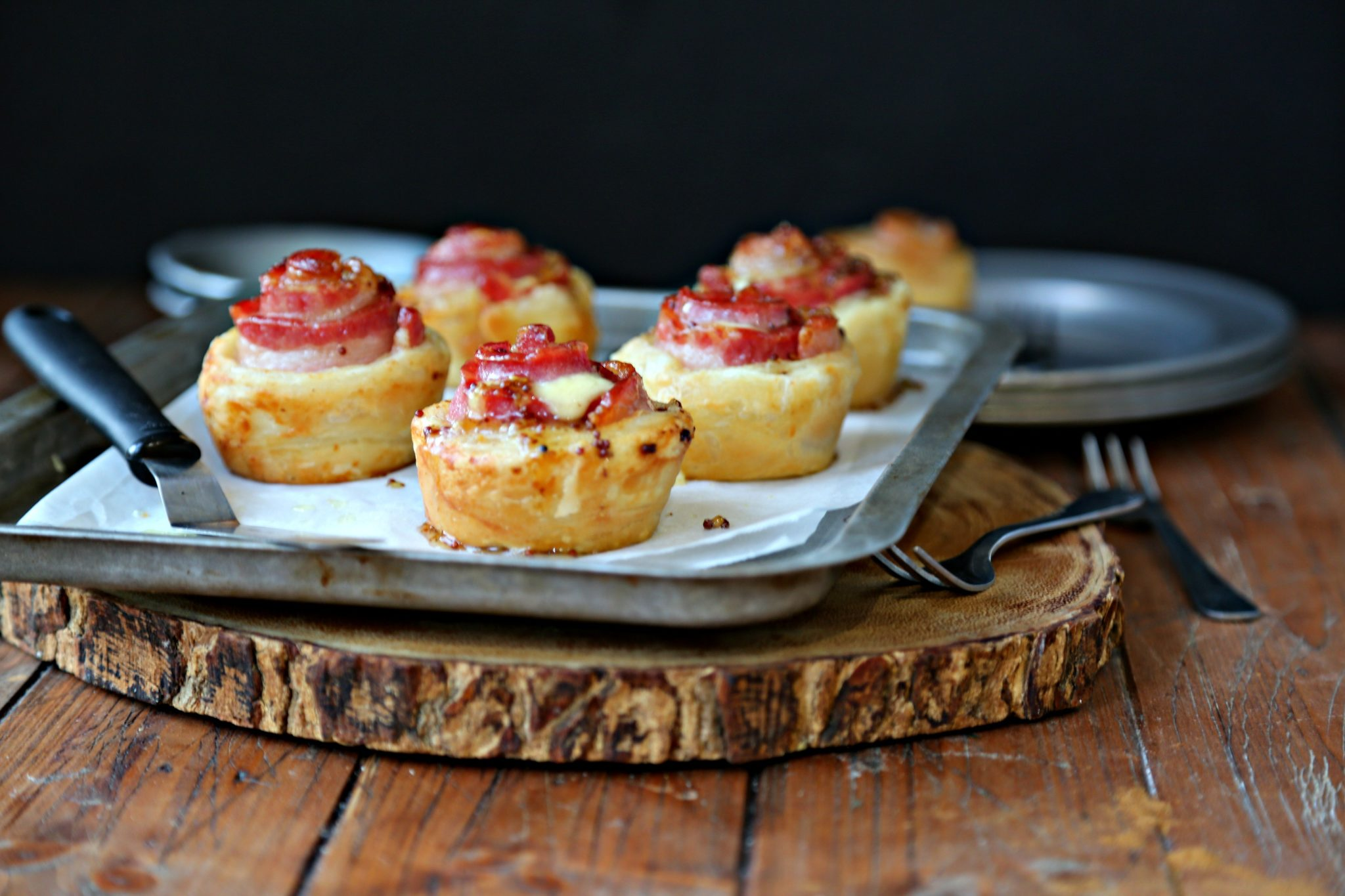 Up your appetizer game with these easy and delicious glazed Bacon & Havarti Puff Pastry Bites #appetizer #puffpastry #bacon #easyappetizers #fingerfood