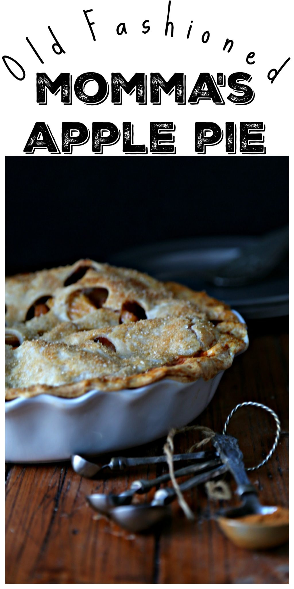 Old Fashioned Homemade Apple Pie with a buttery flaky crust. This pie is busting at the seams with slices of apples and spices. #pie #apple #applepie #desserts #thanksgiving #thanksgivingrecipes #vegetarian